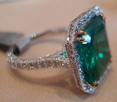 Colombian emerald ring. I want an emerald engagement ring