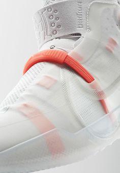 Sneaker Nike Air Fear of God Amarillo Men's Shoes, Shoe Boots, Shoes Sneakers, Shoe Bag, Sneakers Design, Textiles, Nike Kobe, Nike Lebron, Id Design