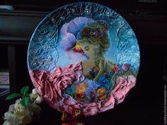 Купить или заказать Тарелки-панно Создавая женщину. Керамика. Объёмное декорирование. в интернет-магазине на Ярмарке Мастеров. Тарелки-панно Создавая женщину. Простую керамическую тарелочку легко превратить в красивый и стильный элемент декора, в который раз убеждаясь, что во всем можно увидеть что-то прекрасное. Любое понравившееся Вам панно-тарелку возможно изготовить по заказу! А также Вы можете заказать индивидуальный подарок по своему вкусу и желанию для любого случая (форма, цвет…