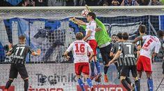 Ausgleich in der Nachspielzeit: Gojko Kacar wird zum HSV-Retter http://www.bild.de/sport/fussball/hsv/kacar-wird-zum-hsv-retter-40884290.bild.html