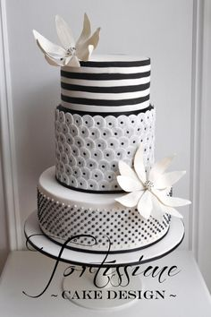 Black and white geometric cake Black White Cakes, Black And White Wedding Cake, White Wedding Cakes, Cake Wedding, Amazing Wedding Cakes, Gorgeous Cakes, Pretty Cakes, Fondant Cakes, Cupcake Cakes