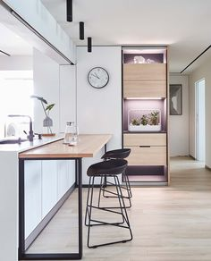 Uncovers clever features in this minimalist home designed by its owners. Small Space Kitchen, Ikea Kitchen, Small Spaces, Kitchen Cupboard, Cupboard Storage, Room Kitchen, Kitchen Decor, Dining Room, Industrial Home Design