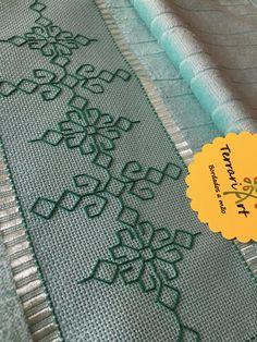 Blackwork Cross Stitch, Cross Stitch Geometric, Cat Cross Stitches, Cross Stitch Bookmarks, Cross Stitch Rose, Kasuti Embroidery, Swedish Embroidery, Basic Embroidery Stitches, Cross Stitch Embroidery