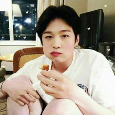 I wanna just sit and eat w/ him is that too demanding? Btob Changsub, Im Hyunsik, Yook Sungjae, Lee Minhyuk, Born To Beat, Wtf Face, Korean People, Kpop, My Melody