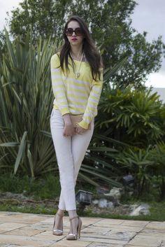 Look com calça branca e tricô listrado - Manu Luize blog de moda, beleza e viagens #ootd #outfit