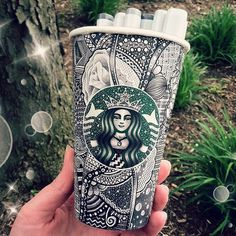 This Woman's Insanely Intricate Starbucks Cups Take Up to 16 Hours to Design OMG! This Woman's Insanely Intricate Starbucks Cups Take Up to 16 Hours to Design Café Starbucks, Starbucks Cup Design, Starbucks Tassen, Starbucks Cup Drawing, Starbucks Siren, Kristina Webb, Milk Shakes, Coffee Cup Art, Mug Art