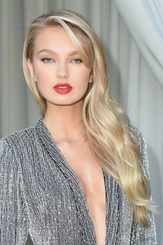 Join the ranks of iconic blondes like Madonna and Marilyn Monroe through dyeing your hair to a platinum blonde color. Bright Blonde Hair, Cool Blonde, Platinum Blonde Hair, Light Blonde, Blonde Color, Dark Hair, Hair Color, Ash Blonde, Blonde Balayage