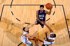 Les photos de basket sont toujours impressionnantes.Willie Cauley-Stein des Kings de Sacramento en plein saut.