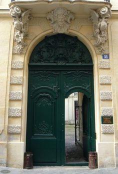 Entrées d'hôtels particuliers à Paris 4e arr.