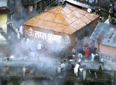 Badrinath-Tapt Kund is the abode of Lord Agni and is famous for its medicinal properties. It is a natural thermal spring with the temperature of water around 45 degrees celcius. It is believed that the holy dip in this kund helps devotees relieve from their sinful deeds and thoughts.