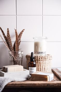 Gorgeous smelling candles & a vase of bird feathers are a great relaxing addition to any bathroom! -Foreno