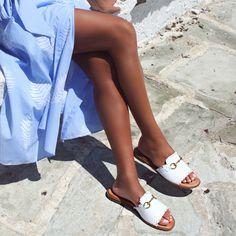 Καλοκαίρι, μόδα, παραλία, χαρούμενη διάθεση και άνεση πάνε μαζί, με απαραίτητο συστατικό τα λευκά slides! 🏖️👒♥️🍉  #papanikolaoushoes #shecollectionofficial #slides #mules #leathershoes #fashionshoes #springsummer20