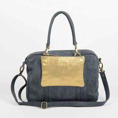 - antoinette ameska - Sac London bleu pétrole et pochette Zanzibar #sac #bag #maroquinerie #accessoire #accessories #fashion #mode #trend #créateur #femme #brillant #paillette #or #doré  #colors #couleurs #mood #fête #habillé #élégant #lumière #éclat #shiny #minimalist #sophistiqué #graphique #bicolor #cuir