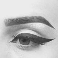 How can eyeliner be so perfect!! More