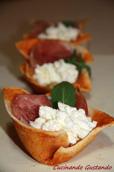 Party Finger Foods, Romanian Food, Prosciutto Crudo, Caprese Salad, Bruschetta, Catering, Brunch, Food And Drink, Appetizers