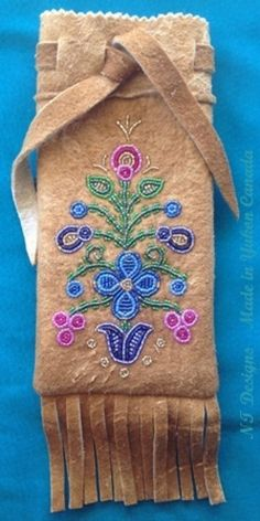 Home Tanned Moosehide Fringed Tobacco Pouch Native Beadwork, Native American Beadwork, Bead Crafts, Arts And Crafts, Beadwork Designs, Native American Crafts, Nativity Crafts, Feather Painting, Beaded Bags