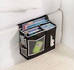 6 Pocket Bedside Storage Mattress Book Remote Caddy. 6 Pocket Bedside Storage Mattress Book Remote Caddy è un comodo e pratico porta oggetti, ricco di tasche, da posiziona accanto al letto.