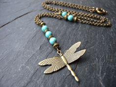 Collier Demoiselle, chainette et libellule bronze, pierres turquoise