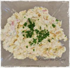 Ihr bentöigt: 2 Eier, gekocht 80 g gekochter Schinken 5 g Petersilie 220 g Frischkäse 5 g Senf 50 g Mayonnaise 1 TL Zitronensaft 1 gestr. TL Zucker Pfeffer   Schinken und Petersilie in…