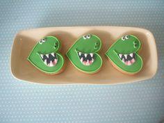 Cortador de corazón - dinosaur party cookies a heart shaped cookie cutter, reused!