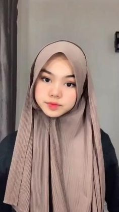 Modern Hijab Fashion, Hijab Fashion Inspiration, Muslim Fashion, Simple Hijab Tutorial, Hijab Style Tutorial, Cara Hijab, Pashmina Hijab Tutorial, How To Wear Hijab, Mode Turban