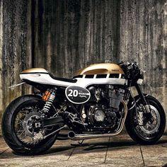 'Dissident' XJR1300 Yamaha