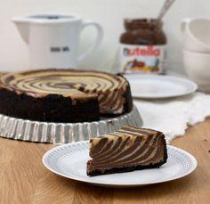 Oreoiden, Nutellan ja herkullisen juustokakun yhdistelmä on täyteläinen ja ihana. Tuoreiden vadelmien kanssa tarjoiltuna kakku on vieläkin herkullisempi.
