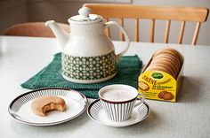 FIKA: tea/coffee break with something sweet. Coffee With Friends, Vintage Cups, Food Photography Styling, Fika, Tea Ceremony, Vintage Pottery, Coffee Recipes, Coffee Break, Coffee Coffee