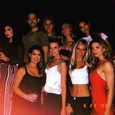 A képen a következők lehetnek: 9 ember, álló emberek és éjszaka So Much Love, Good People, Bikinis, Swimwear, My Life, Feelings, Celebrities, Amazing, Instagram