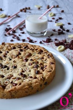 cookie à partager cranberries, noisettes et chocolat blanc Giant Cookies, Julie, Cookies Et Biscuits, Cake, Banana Bread, Desserts, Blog, White Chocolate, Food