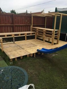When my daughter wanted a party in the garden for her birthday I said I d bring some wood pallets home from work to build a garden bar for her birthday party pallets palletwood garden palletbar bar diy woodworking recycled # Outdoor Garden Bar, Outdoor Pallet Bar, Backyard Bar, 1001 Pallets, Wood Pallets, Pallet Benches, Pallet Couch, Pallet Tables, Recycled Pallets