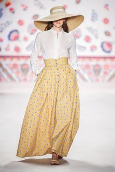 DUCHESSE BLOUSE<br/>creme<br/>COMPTESSE SKIRT<br/>bouquet yellow