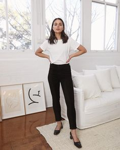 Everyone needs a high waisted black jean in their arsenal. Wearing 'Carolina' in black Vesper in their new Photo Ready HD… High Waisted Black Jeans, High Waist Jeans, Fashion Brenda, Grey Jeans, Parisian Style, Parisian Fashion, Minimalist Fashion, Minimalist Outfits, Minimalist Style