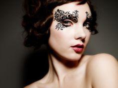 Masque effet dentelle Fleurty de Face Lacehttp://www.mode-daily.fr/news/accessoires/une-allure-sensuelle-avec-les-masques-effet-dentelle-de-face-lace/