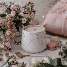 Coffee Milk, Coffee And Books, Coffee Latte, Coffee Shop, Coffee Cups, Cappuccino Cafe, Coffee Flower, Aesthetic Coffee, Coffee Illustration