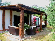 Dănuț Hotea meșterul din Sighet care face case din lemn vechi, case care te fac fericit! | Adela Pârvu - Interior design blogger Pergola, Outdoor Structures, Country, House Styles, Interior, Home, Houses, Rural Area, Indoor