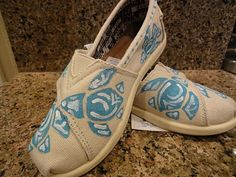 Cute way to make a plain pair of Toms shoes even better!