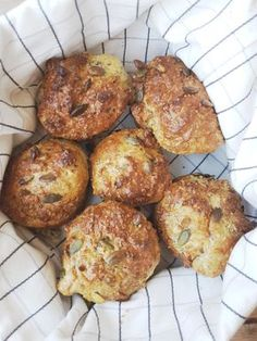 meglerfru1 - når man oppdager lavkarbo Paleo Recipes, Low Carb Recipes, Real Food Recipes, Low Carb Pizza, Low Carb Keto, Diabetic Desserts, Healthy Cake, Pancakes And Waffles, Bread Baking