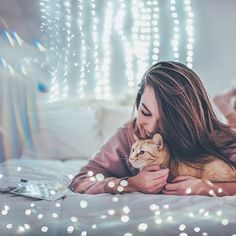 Eu nunca tive um animal me ama como essa pequena gatinha aqui ... ela nunca sai do meu lado e literalmente olha para mim como se ela estivesse apaixonada, não posso aceitar isso ️