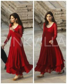 As we all know Mahira Khan- who is one of Pakistan's most popular actors--will soon be making her Bollywood debut with the much-hyped Raees. Dress Indian Style, Indian Fashion Dresses, Indian Designer Outfits, Indian Wear, Simple Pakistani Dresses, Pakistani Dress Design, Pakistani Outfits, Stylish Dresses For Girls, Stylish Dress Designs