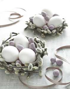 pastel Easter decoration with pussy willow basket and eggs easter decorating 10 days until Easter - Pastel decoration ideas ~ 30 something Urban Girl Happy Easter, Easter Bunny, Easter Eggs, Days Until Easter, Diy Ostern, Ostern Party, Pastel Decor, Easter Parade, Easter Traditions