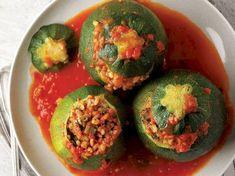 ✿ ❤ Bulgurlu Girit kabağı dolması / (tombul kabak yani yuvarlak:)Girit kabağıymış adı :) bende kullanırım...Malzemeler: 6 iri Girit Kabağı,İç harcı için: 1 soğan,Yarım çay bardağı zeytinyağı,1 yemek kaşığı domates salçası,1 yemek kaşığı biber salçası,1 su bardağı kalın bulgur,1 yemek kaşığı nar ekşisi,1 su bardağı sıcaksu,Tuz,Karabiber,1 yemek kaşığı nane,1 tatlı kaşığı kırmızı pul biber,Sosu için:1 domates,1 yem.kaşığı domates salçası, tuz, 1 tatlı kaş.kırmızı toz biber, 3 subardağı sıcak…