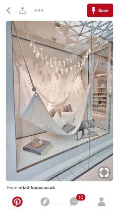 The white company - summer living store window display retai Window Display Retail, Window Display Design, Retail Windows, Store Windows, Display Windows, Summer Window Displays, The White Company, Summer Decoration, Vitrine Design