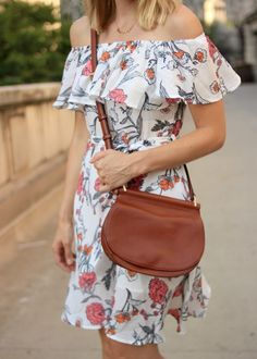 Blogger @sarahlagen styles her Gallatin Sidesaddle Crossbody for a night out. So feminine in floral!