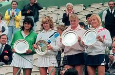 Gabriela Sabatini, German Steffi Graf, Romanian Andrea Temesvari and US Martina Navratilova (L to R) show their trophies at the end of the women doubles final of the French Open Tennis Championship in Paris 08 June 1986. Navratilova-Temesvari won the match within two sets 6-1, 6-2. APP2001050844687 | #Tennis #Sports #Sabatini |
