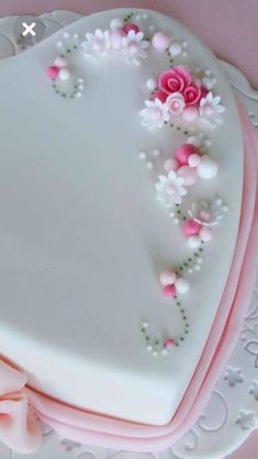 Cake decorating isn't quite as hard as it looks. Listed below are a couple of straightforward suggestions and tips to get your cake decorating job a win Cake Decorating Supplies, Cake Decorating Techniques, Cookie Decorating, Fondant Cupcakes, Cake Icing, Cupcake Cakes, Heart Shaped Cakes, Heart Cakes, Pretty Cakes