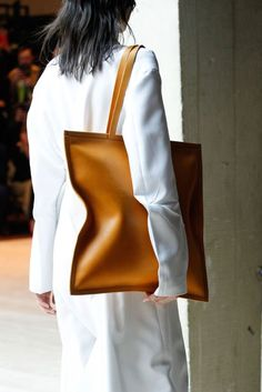 70 Trendy women's backpack Bag Are you asking questions about the current looks of the new season and are you interested in what is the trendy women's backpack ? Accessories and Jewelry Tod Bag, Fashion Bags, Fashion Show, Looks Style, My Style, Celine Bag, Womens Tote Bags, Backpack Bags, Weekender Bags