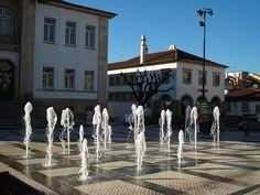 A vila situa-se no distrito de Coimbra.