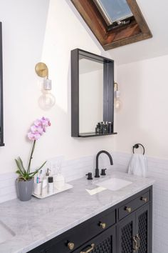 This handmade black and white tile bathroom makes mixing patterns look effortless with a blend of subway and hex tiles. Black And White Tiles Bathroom, Grey Subway Tiles, Herringbone Tile Floors, Fireclay Tile, Tile Trim, Bathroom Tile Designs, Handmade Tiles, Traditional Bathroom, Mixing Patterns