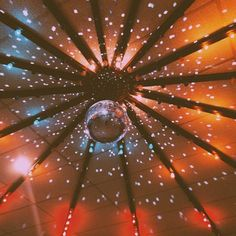 Love how this is like a night sky but also a ceiling of a nighclub 70s Aesthetic, Aesthetic Pictures, Just In Case, Just For You, The Get Down, Disco Party, Arte Pop, Mellow Yellow, Art Design